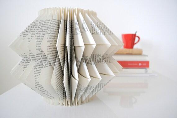 Objet de d coration pli papier papier sculpture sculpture art for Art minimal livre
