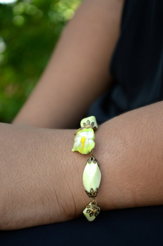 Beautiful Chunky Yellow Peridot Jasper and Glass Arum Calla Lily Lampwork Brass Bracelet