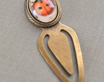Lady Bug Bookmark, Glass Cabochon Metal Bookmark, Red Vintage Beetle, Metal Book Clip, Gift for Readers, Reading Clip, Lapin du Printemps