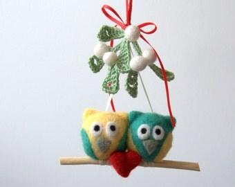 Felted wool owl ornament Mistletoe 2 owls 1 red heart mobile Winter Weddings decoration green white mint kiss love birds