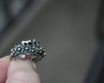 SALE...Vintage Sterling Silver lizard with bee  ,flowers  Ring Twig Diorama  5 and half Stunning