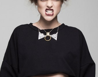 Lace necklace - Locked collar - Black or white lace, tubular brass ring, brass hinge and delicate faceted chain