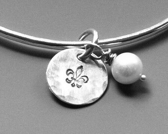 Sterling silver bangle bracelet with pearl and fleur de lis charm