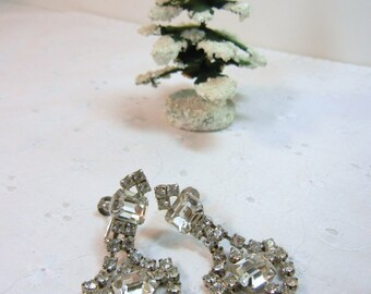 Rhinestone Dangle Earrings / clip earrings / unmarked vintage earrings / clear stones / 1-cent shipping / birthday / Formal / wedding