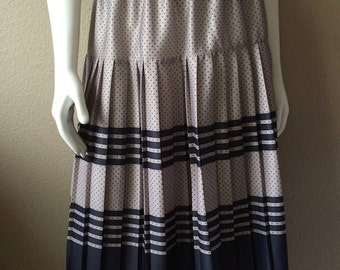 Vintage Women's 70's Skirt, Pleated, Polyester, Polka Dot, Striped (L)