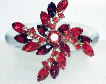 Large VINTAGE Glass/Crystal Rhinestone Pinwheel Brooch Pin In Orange-Red & Deep Garnet Red.