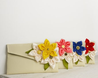 A SET of 4 Bridesmaids Clutches    Custom Bridesmaid Gift in your choice of colors