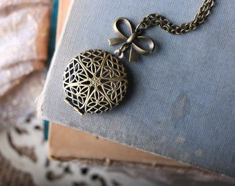 Antique Brass Filigree Locket Difuser Diffuser Necklace With Bow Charm