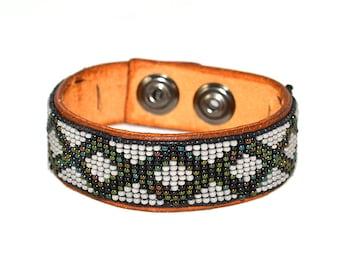 Mens Bracelet Leather Celtic - Snap On - Mens Bracelet - Beaded Green and Grey