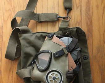 Vintage 50's US Military M9A1 Gas Mask with original Gas Mask Bag