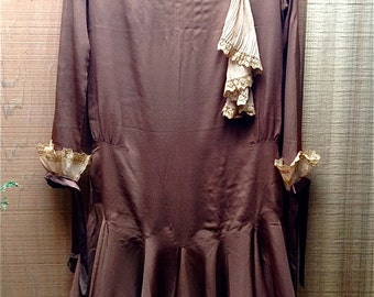 Charming Parisian Crepe Flapper Dress with Pleated Chiffon and Lace Trim, Vtg. 20s