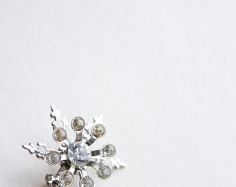 1960s Pin - 60s Pin - Rhinestone Snowflake Brooch