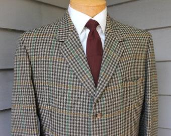 vintage -Bladen- Men's Saxony tweed Hacking jacket. Guncheck with 2 color windowpane. Throat latch - 3 button - Natural shoulder. 44 Regular