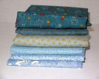 Vintage quilt fabric / fat quarter lot / sewing quilting / destash scrap / doll crafts / 70s 80s supplies