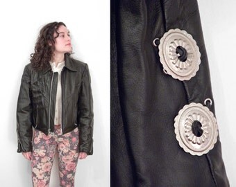 Black Leather Motorcycle Jacket // 90s Steer Brand Moto Coat // Size Medium Conchos Cropped