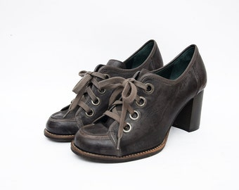 Vintage brown leather lace up heeled italian women shoes / chunky heel
