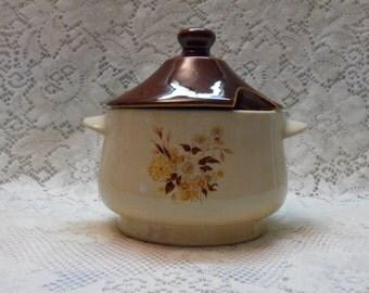 Ceramic Sauce Tureen Gravy Dish Vintage Kitchenware Cover Dish Cottage Chic 1970's