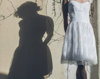 Maud -> MADE TO ORDER / Short wedding dress in lace and tulle. Romantic bridal gown. Vintage inspired. Civil wedding dress. Tea length gown