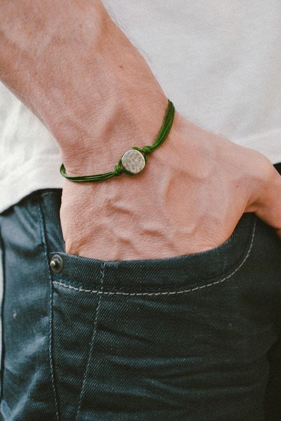 herren armband gr ne schnur armband f r m nner mit einem. Black Bedroom Furniture Sets. Home Design Ideas