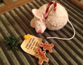 Primitive Country Sleeping Christmas Mouse with Letter to Santa with Cookies and Cheese