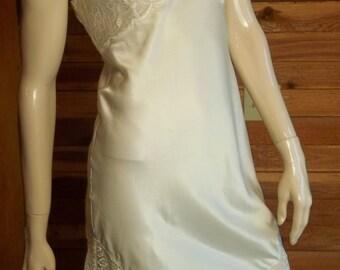 Vintage Lingerie MONTALDO'S Ivory Lace Full Slip Size 32