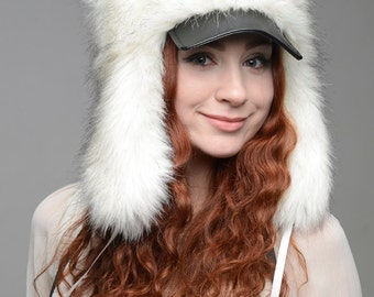 "Hat ""Hunter"", white faux fur."