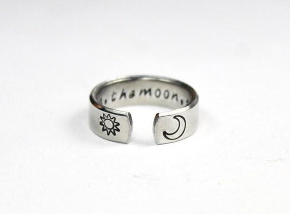 Le soleil la lune de la vérité, le bouddhiste Mantra anneau, aphorisme mots de