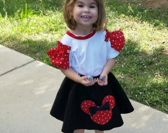 Felt Circle Skirt with Minnie Mouse Shape Applique and Bow for girls and toddlers 2-8.... Parties, Halloween, 50s Retro, Costume.