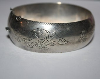 Beautiful Vintage Sterling Silver Thick Bangle Bracelet 9 in