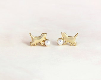 Cat with the pearl earring studs (Yellow Gold)