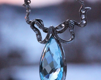 Antique Edwardian Garland Style Diamond and 9.5ct Aquamarine Platinum Bow Necklace c. 1910