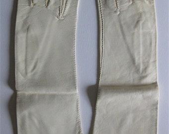 Perfect Italian Vintage Winter White Leather Gloves Mid Century