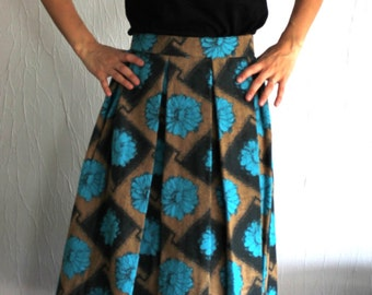 Beautiful skirt wool with turquoise patterns of the 1950s
