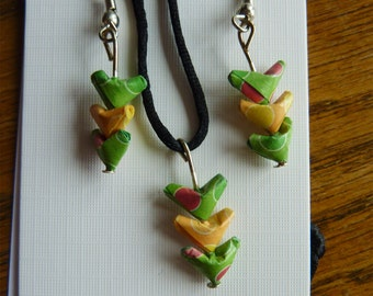 Set necklace and earrings origami hearts