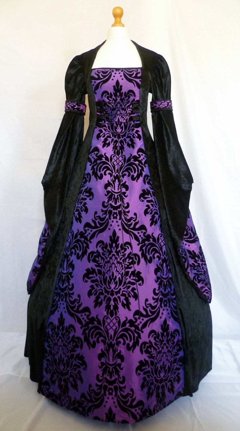 gothic dress medieval gown pagan costume black velvet and. Black Bedroom Furniture Sets. Home Design Ideas