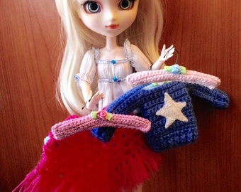 Handmade hanger for your Pullip's clothes in crochet