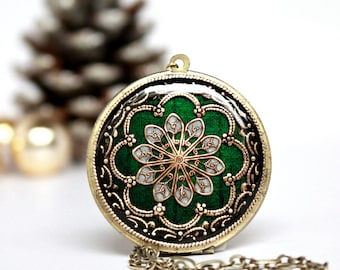 Green Brass Locket, Women's Jewelry, Locket Necklace, Gift For Her, Weddings, Boho Necklace, Spring Fashion, Photo Locket, Gift For Wife,