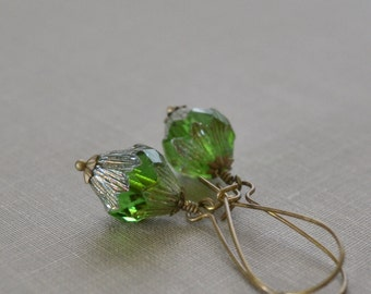 Green Glass Earrings, Peridot Green, Kidney Wire, Antique Brass, Green Boho Earrings, Carved Glass Bead, Baroque Earrings Lapin du Printemps