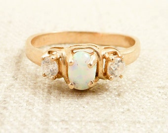Size 7.75 Vintage 14K Gold Faux Opal and Glass Ring