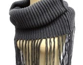 Chunky Scarf , Infinity Scarf, Long fringed Loop scarf knitted scarf Long fringed shawl collars dual Circil scarf female