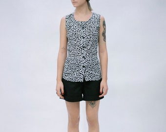 Heart-Printed Sleeveless Black and White Buttoned Blouse