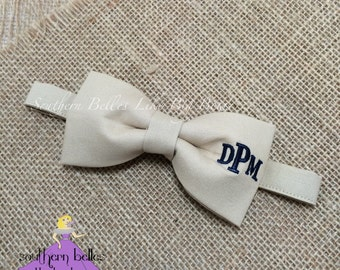 Monogrammed Bow Tie, Bow Tie with Monogram for Wedding, Ring Bearer Bow Tie, Groomsmen Bow Tie, Personalized Wedding Bow Tie, Baby Bow Tie
