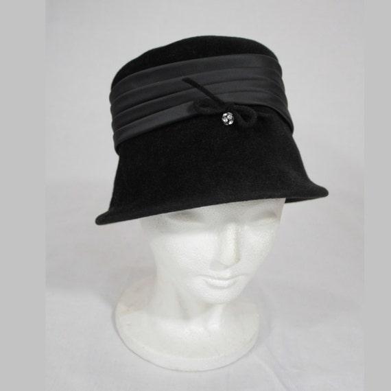 chapeau femme annee 1930. Black Bedroom Furniture Sets. Home Design Ideas