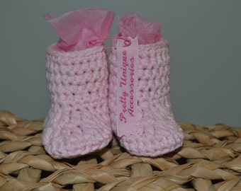 Hand made crochet baby booties in pink, age 0-3 months