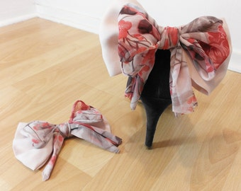 Accessories for shoes, shoe clip, pale pink and flowery nodes