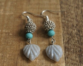 Earrings with silver polka dot beads and grey leaves