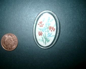 Elegant embroiderd brooch / pin vintage retro jewellery jewelry 1950s