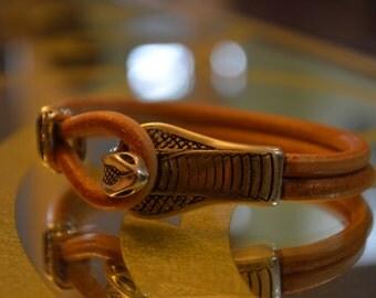 Cobra hook clasp