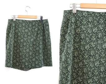 Vintage skirt shorts. Floral print skirt. Flowered. Green skirt. High waist skirt. Summer skirt. Size 12.