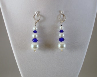 Dangle pearls and crystals earrings